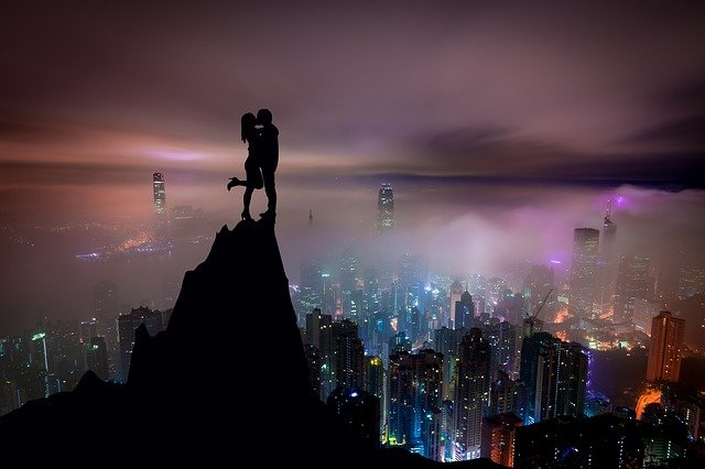 夜景と恋人